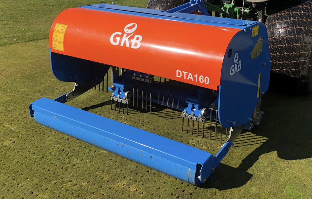 <b>The DTA120 has a maximum working depth of 9 inches and is mainly used on greens or with smaller tractors.